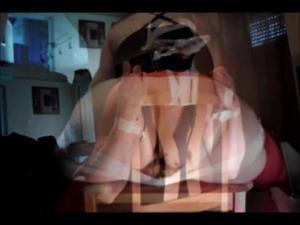 Воткнул в вагину самотык, а сам пристроил член в очко - скриншот #5