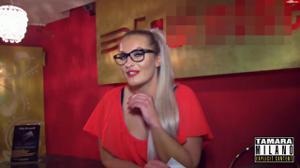 Сочная немка отсосала в баре незнакомцу - скриншот #2