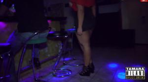 Сочная немка отсосала в баре незнакомцу - скриншот #4