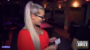 Сочная немка отсосала в баре незнакомцу - скриншот #5